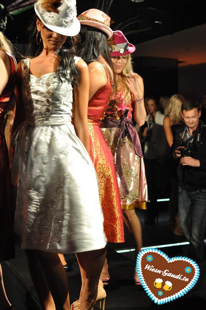 Merlin auf der P1 Herzi Dirndl Fashion Show