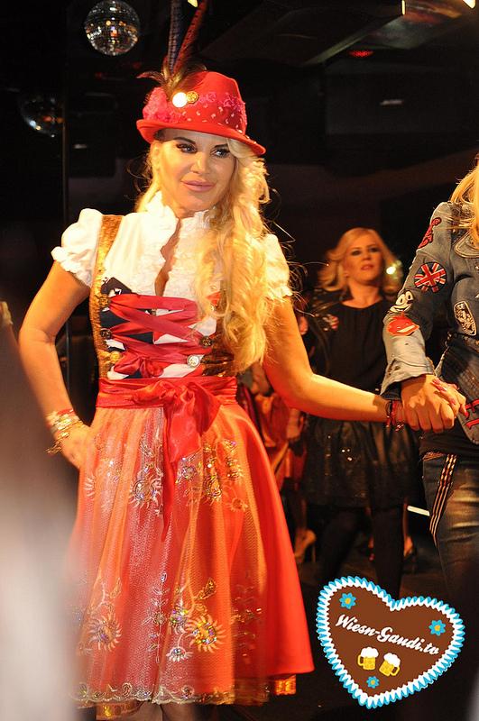 Tatjana Gsell auf der P1 Herzi Dirndl Fashion Show
