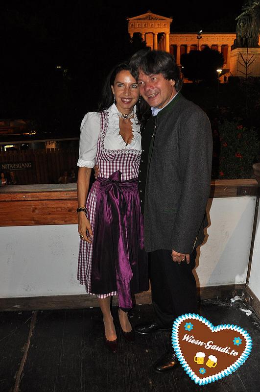 Michael und Clarissa Käfer beim Almauftrieb