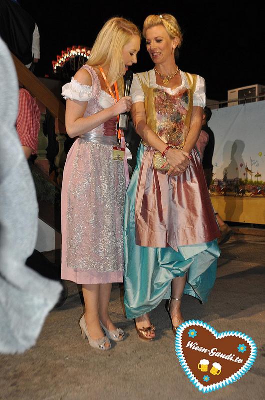 Moderatorin Julia mit Schauspielerin Eva Habermann