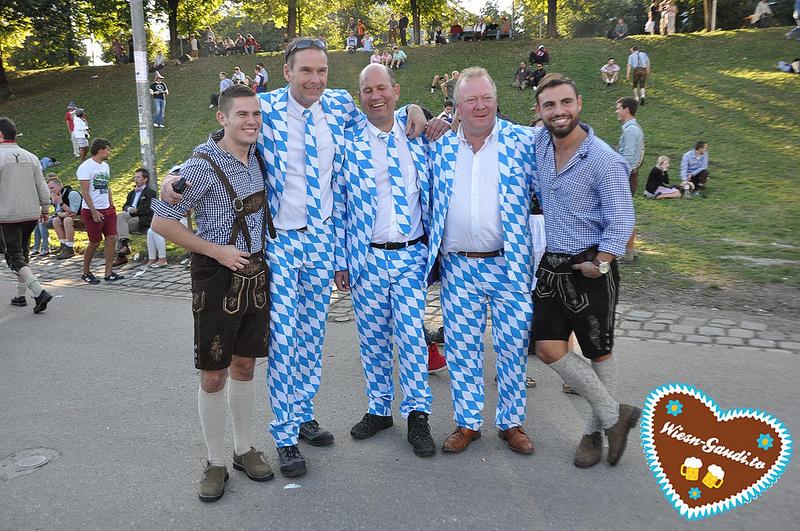 WiesnGaudi in Weiß-Blau auf dem Oktoberfest 2013